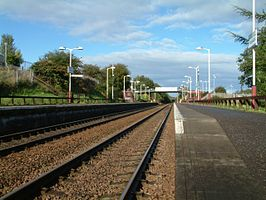 Greenfaulds railway station in 2007.jpg