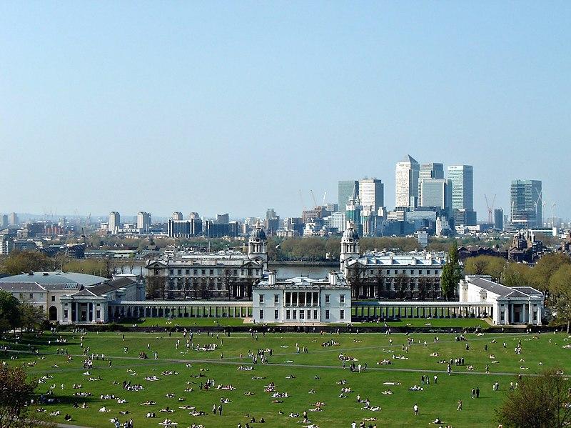 Vue depuis l'observatoire de Greenwich sur le parc, le musée de la marine et Canary Wharf, le quartier des affaires à Londres. Photo de  Me Haridas.