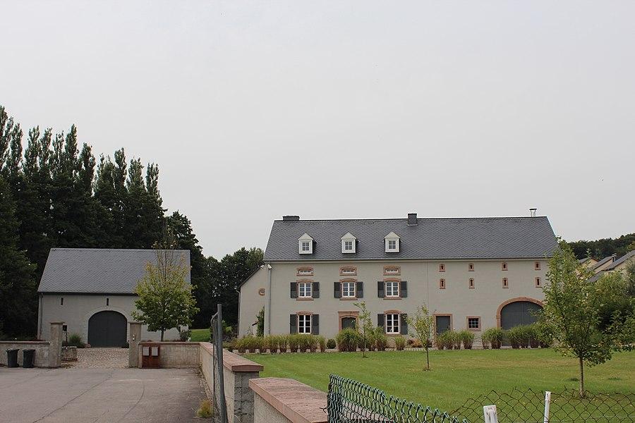Déi fréier Groussbuusser Millen, op Nr 10 an der Ettelbréckerstrooss; zënter dem 2. Juli 2009 op der Lëscht vum Zousaz-inventaire vun den nationale Monumenter agedroen.