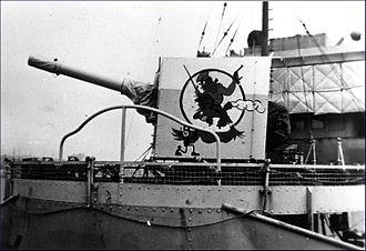 BL 4 inch Mk IX naval gun - Image: HMCS Calgary gun shield badge WWII MC 2166