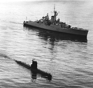 HMS Rothesay F107 w Whiskey sub 1987.jpeg
