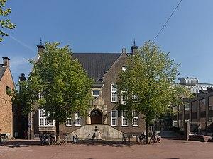 Haaksbergen - Image: Haaksbergen, het gemeentehuis 0158HKB001 foto 4 2015 08 22 12.02
