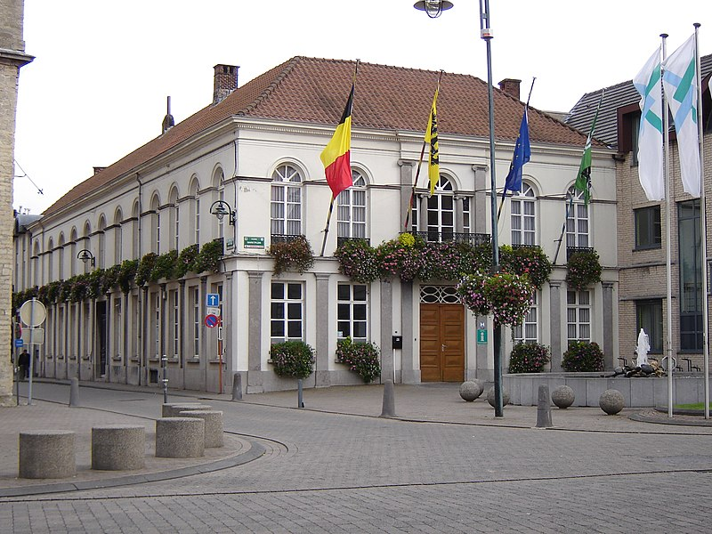 File:Hamme - Town hall 1.jpg