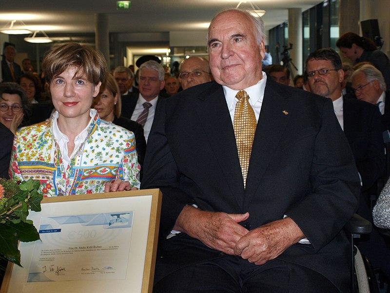 File:Helmut Kohl und Maike Richter-Kohl.jpg