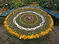 Herbstmandala-auf-Steintisch.JPG