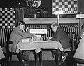 Hoogovenschaaktoernooi. Partij Donner tegen Stahlberg, Bestanddeelnr 908-2323.jpg