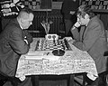 Hoogovenschaaktoernooi gestart, J. H. Donner tegen H. Lehman, Bestanddeelnr 917-3109.jpg