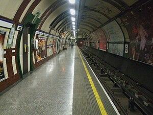 Hyde Park Corner tube station - Image: Hyde Park Corner stn westbound look east