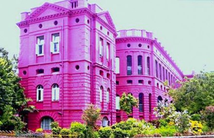 IPGMER and SSKM Hospital, Kolkata is the largest hospital in West Bengal and one of the oldest in Kolkata. IPGMER SSKM Woodburn.jpg