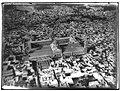 Ifpo 21337 Syrie, gouvernorat de Damas, la grande mosquée des Omeyyades à Damas, vue aérienne oblique.jpg