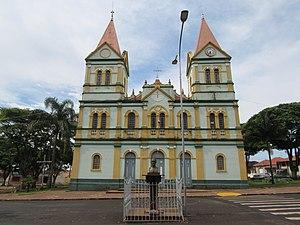 Igreja Matriz Nossa Senhora das Dores localizada na região central.