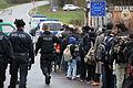 Immigranten beim Grenzübergang Wegscheid (23090961436).jpg