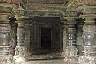Kasivisvesvara Temple, Lakkundi - Lathe-turned polished pillars in inner mantapa