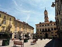 Municipio di Ivrea e la piazza F. Nazionale