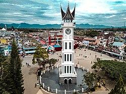 Джам Гаданг и главная площадь