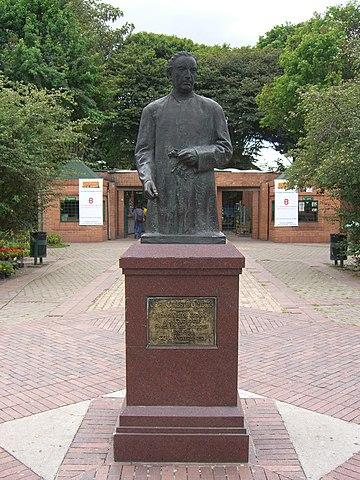 Datei:José Celestino Mutis (statue).jpg – Wikipedia