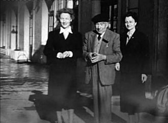 Josep Irla - Josep Irla and Bosch with his two goddaughters, Lola Aymerich to his left and Conception Pijoan (Ción) to his right, year approximated 1953