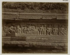 KITLV 28265 - Isidore van Kinsbergen - Relief on the east side of Panataran, Kediri - 1867-02-1867-06.tif