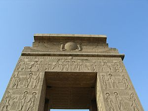 Temple of Khonsu - Image: Karnak Khonsou 080502