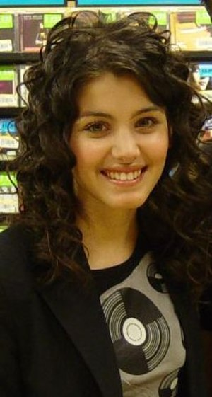 Katie Melua - Melua at signing, in 2004