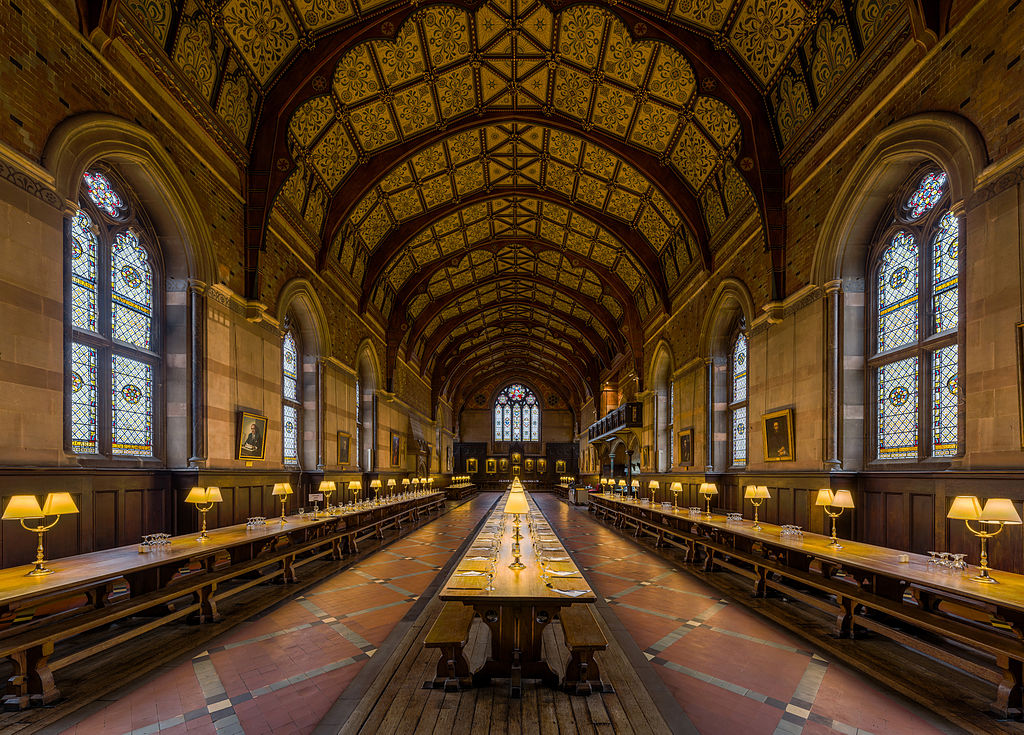 L'intérieur du réfectoire du Keble College à Oxford, Angleterre. Photo by DAVID ILIFF. License: CC-BY-SA 3.0