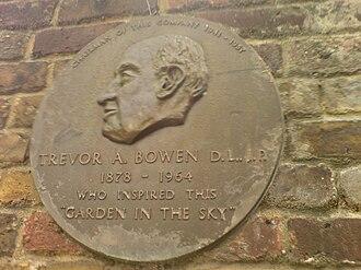 Kensington Roof Gardens - Image: Kensington roof gardens trevor bowen plaque