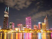 Khu trung tâm thành phố Hồ Chí Minh, nhìn từ phía quận 2.JPG