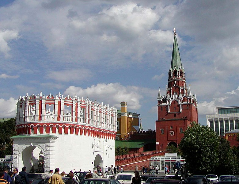 Lêer:Kremlin Kutafya and Troitskaya Towers.jpg