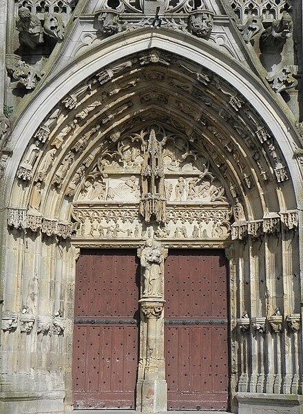 Portail central de la façade occidentale de la basilique Notre-Dame à L'Épine (51).