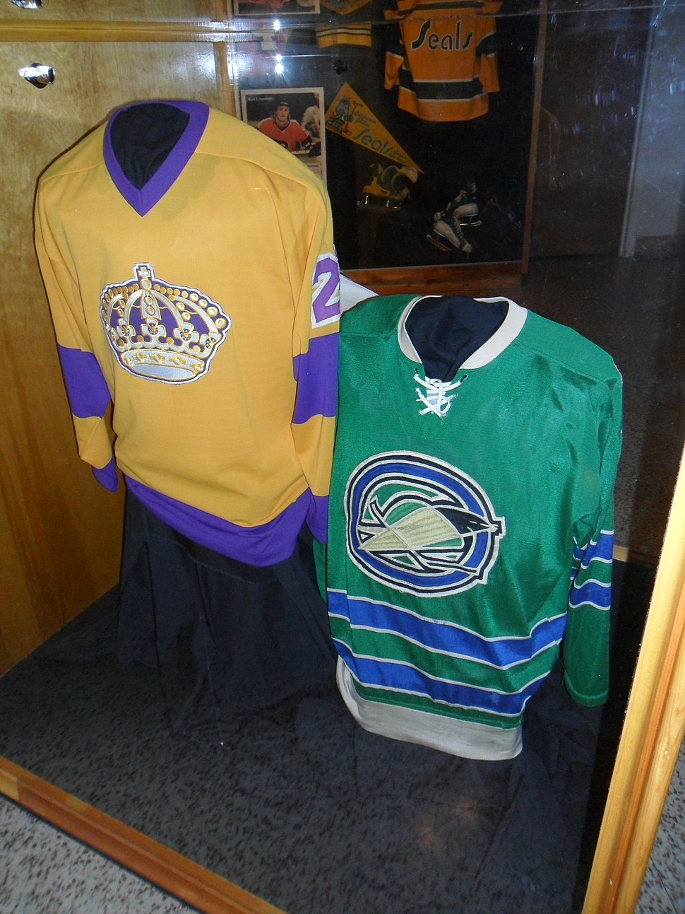 LA Kings jersey and Oakland Seals jersey at IHHOF