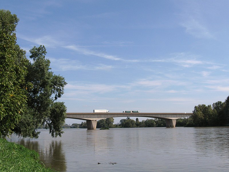 Pont sur la Loire de l'autoroute A71, La Chapelle-Saint-Mesmin, Loiret, France