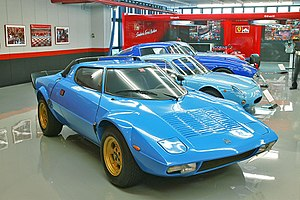 Rear mid-engine, rear-wheel-drive layout - Image: Lancia Stratos HF 001