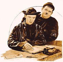 Stan Laurel e Oliver Hardy in una fotografia di Pugno di ferro (Any Old Port!, 1932)