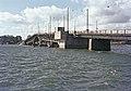 Lauttasaaren vanha teräsristikkorakenteinen silta (purettu ja korvattu uudella 1969) - XLVIII-1169 - hkm.HKMS000005-km0000m3cq.jpg