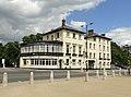 Liongate Hotel Hampton Court - panoramio.jpg