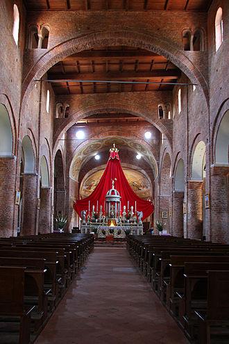 Santa Maria Maggiore, Lomello - Interior view.