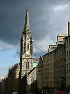 Looking down Royal Mile, Edinburgh.jpg