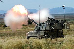 300px M109A6 Paladin UTARNG 2004 firing