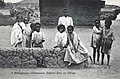 Madagascar-Tananarive-Enfants dans un village.jpg