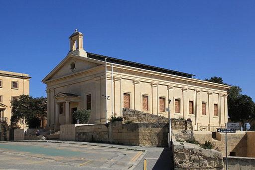 Malta - Valletta - Pjazza Kastilja - Borza ta' Malta 01 ies - Frank Vincentz [CC BY-SA 3.0 (https://creativecommons.org/licenses/by-sa/3.0)]