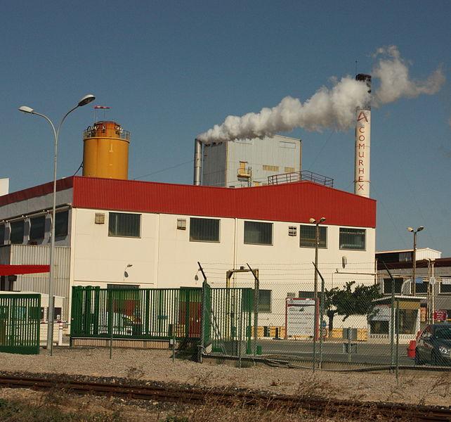Photo prise depuis l'entrée de l'usine de Malvési