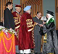 Manmohan Singh presenting the certificate & gold medal to one of the awardees during the 5th Convocation of the Sher-e-Kashmir University of Agriculture Sciences and Technology of Kashmir, in Srinagar, Jammu & Kashmir.jpg