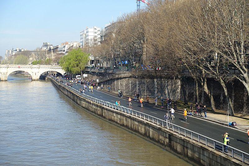 File:Marathon @ Paris (26182351216).jpg