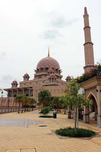 File:Masjid Putra from Selera Putra.JPG
