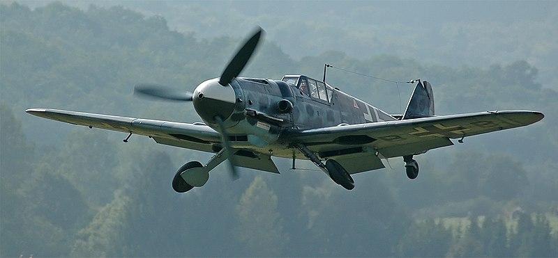 Un Messerschmitt Bf 109 G-6 reconstruido a partir de un Hispano Aviación HA-1112 por la Fundación Messerschmitt, volando en 2005.