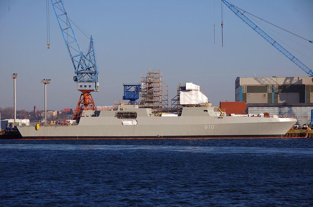 Fragata argelina en construcción