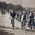 Melle Armouet, victorieuse du Championnat de France de cyclisme sur route 1925, qui succède ainsi à melle Cousin.jpg