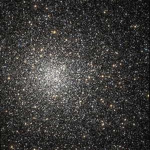 Messier 62 Hubble WikiSky.jpg