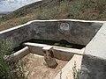 Mezarlığın yanındaki çeşme - panoramio.jpg