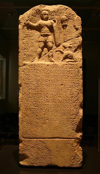 File:Milano Stele del gladiatore Urbico.jpg